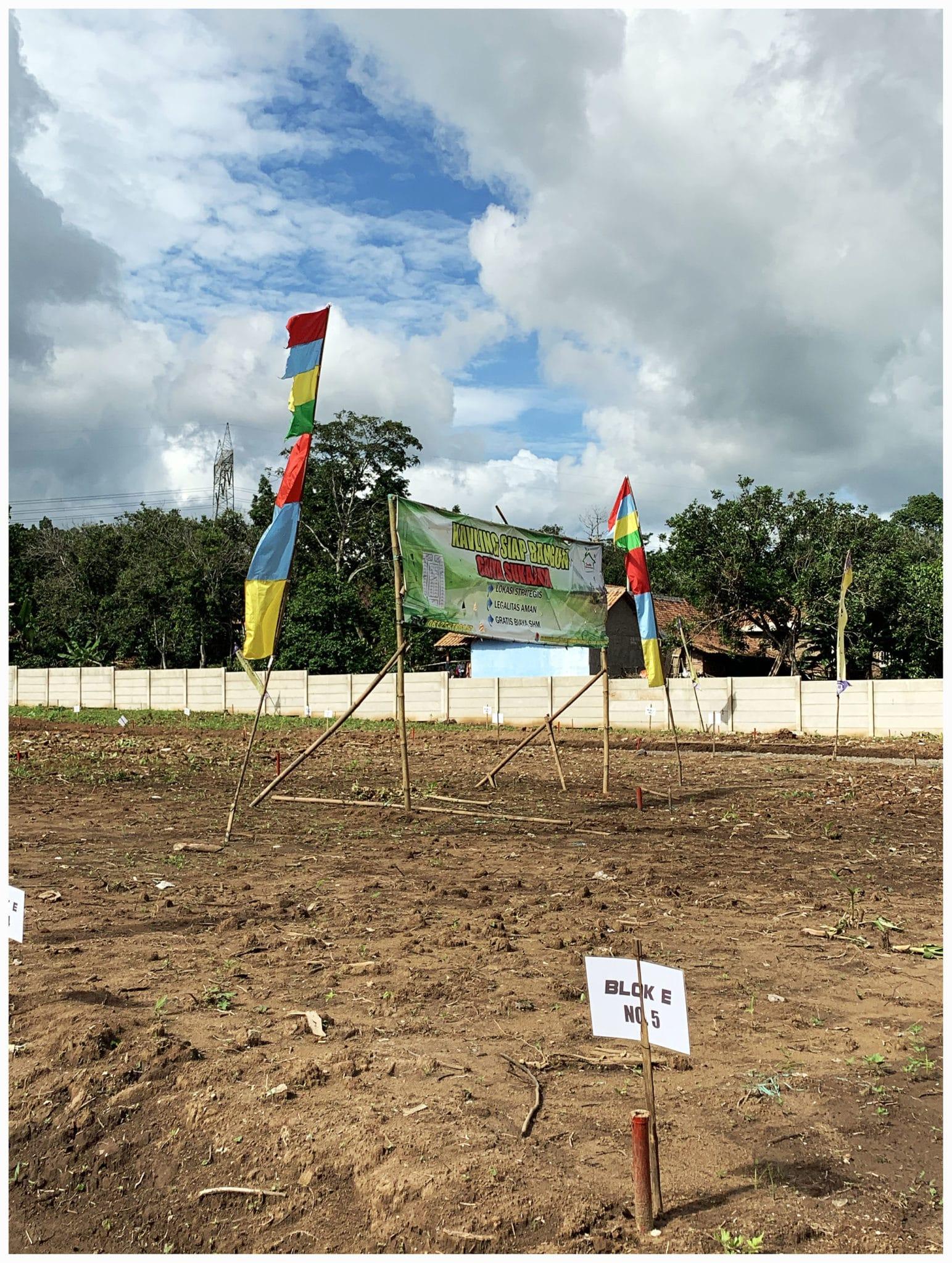 Foto lokasi jual tanah Kavling murah sukajaya spanduk sudut kiri